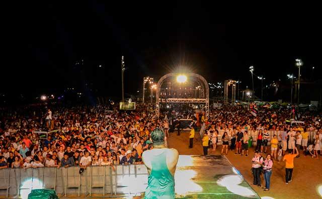 Festas da virada de ano reúnem mais de 200 mil pessoas