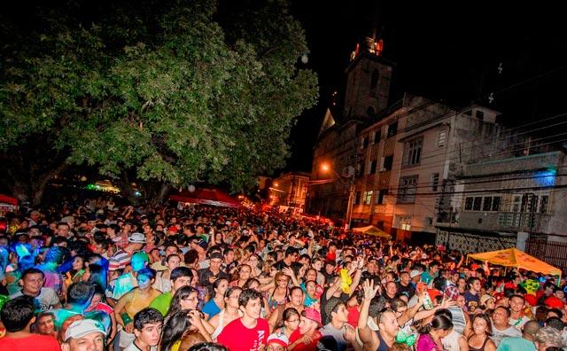 Dezesseis bandas de carnaval saem às ruas neste fim de semana