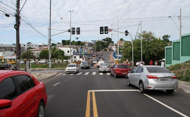 Novos semáforos alteram o trânsito na av. Codajás
