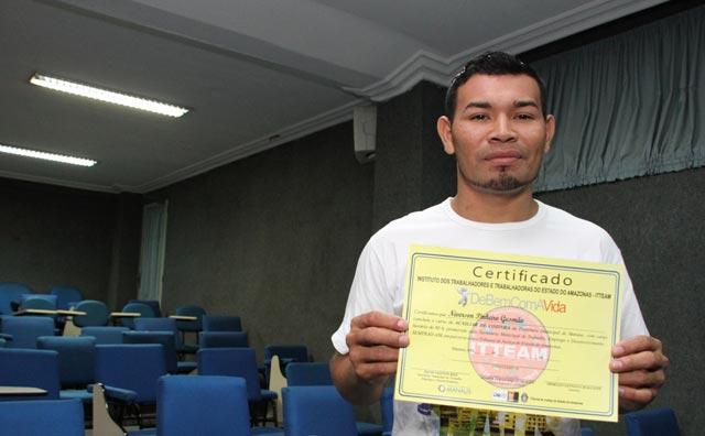 Egressos do sistema prisional recebem certificados