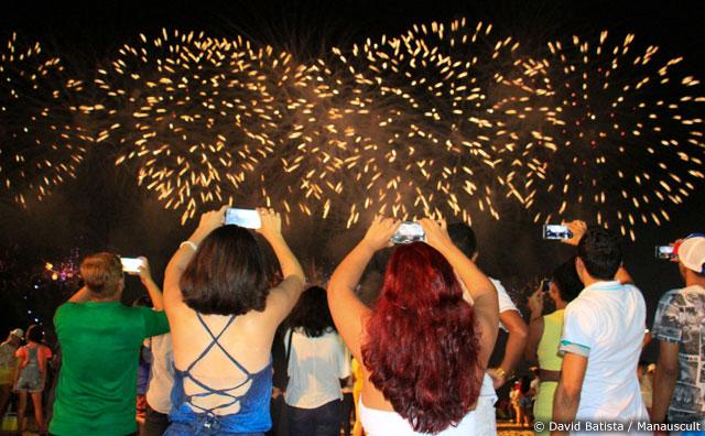 Queima de fogos encanta o público e dá as boas-vindas a 2017