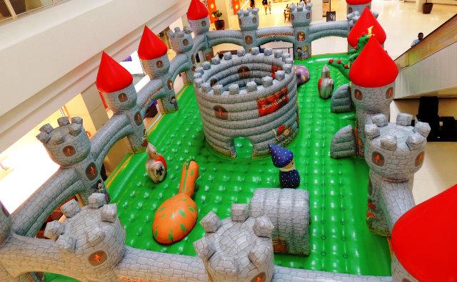 Castelo Encantado e Jump Mania são as atrações para crianças e adultos