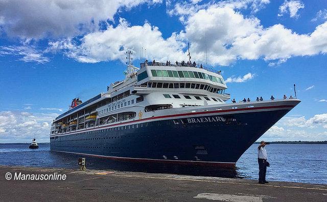 Turistas ingleses chegam a Manaus a bordo do M/S Braemar
