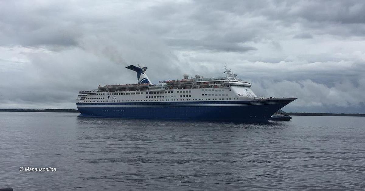 Mais de mil turistas a bordo do navio M/s Magellan são recebidos pela prefeitura