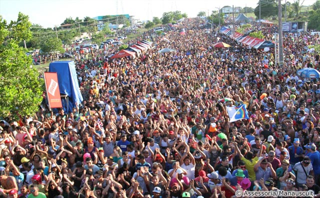 Foliões tomam conta da Avenida das Torres durante Galo de Manaus