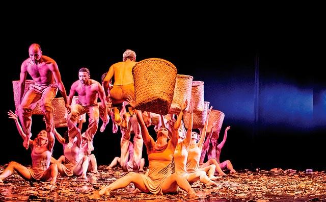 Espetáculos de dança são atrações no palco do Teatro Amazonas