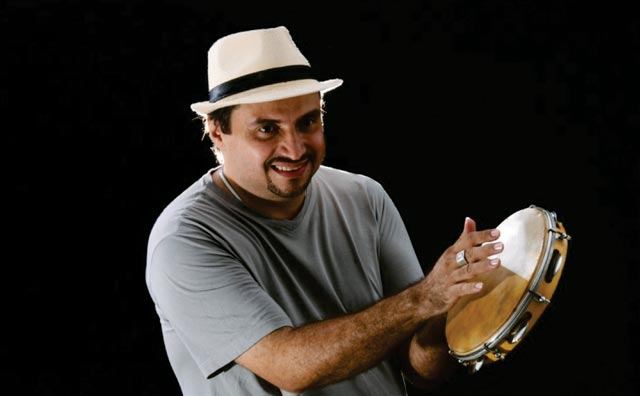 Junior Rodrigues cai no samba no Sr. Garrafas