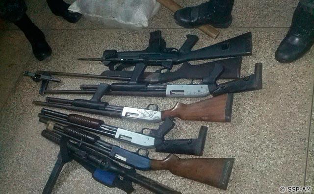 PM prende suspeitos de tráfico com fuzil e 14 quilos de droga em Coari