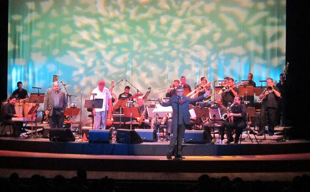 Pós Bossa Nova embala Teatro Amazonas em concerto da Amazonas Band