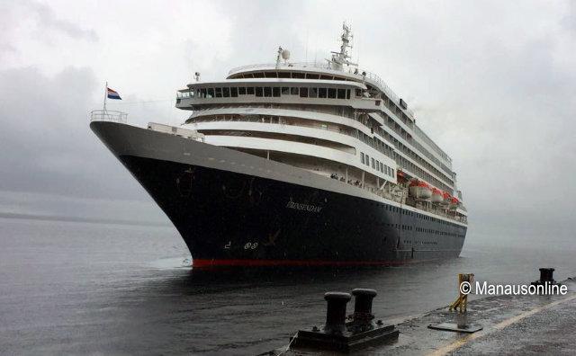 M/S Prinsendam chega a Manaus com mais de mil passageiros