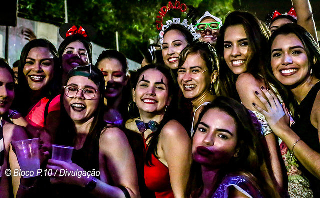Público cai na folia no esquenta do Bloco do Posto P10