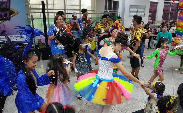 Bailinho de Carnaval do Plaza dá X-box e Tablet em concurso de fantasias