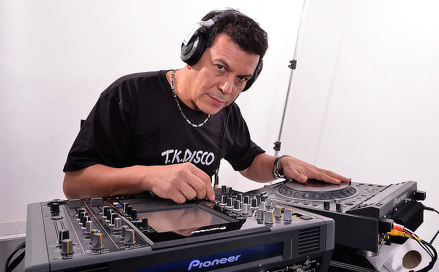 DJ Raidi Rebello comanda festa à fantasia neste sábado