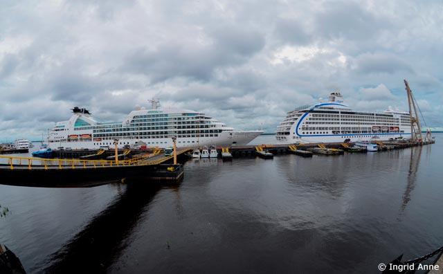 Turistas chegam à Manaus a bordo de dois transatlânticos