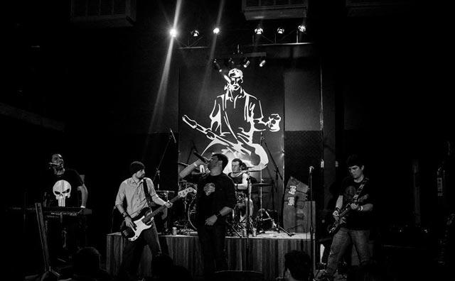 Rockaholics faz tributo ao Coldplay no Porão
