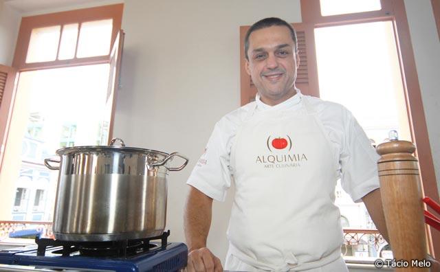 Curso de culinária regional capacita permissionários.
