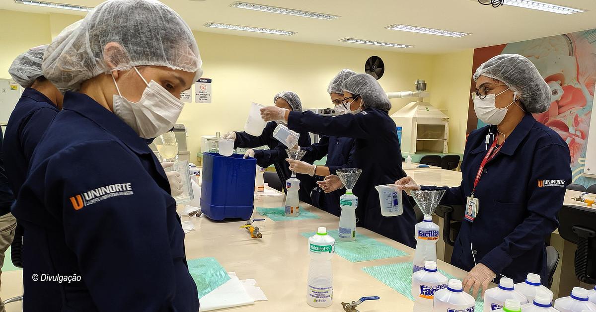 UniNorte doa álcool em gel que serão distribuídos para casas de idosos