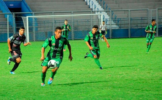 Manaus FC vence Rio Negro por 2 a 1 e mantém invencibilidade