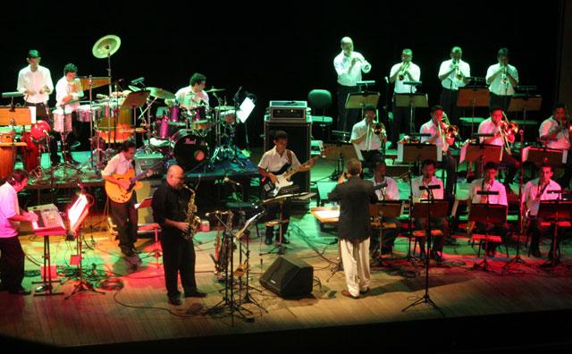 Amazonas Band celebra cultura pop e rock'n blues em apresentação