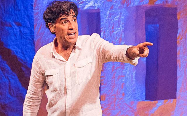 Paulo Betti apresenta sua Autobiografia autorizada no palco do Teatro