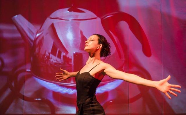 Les Artistes Café Teatro recebe solo de dança Direção Múltipla