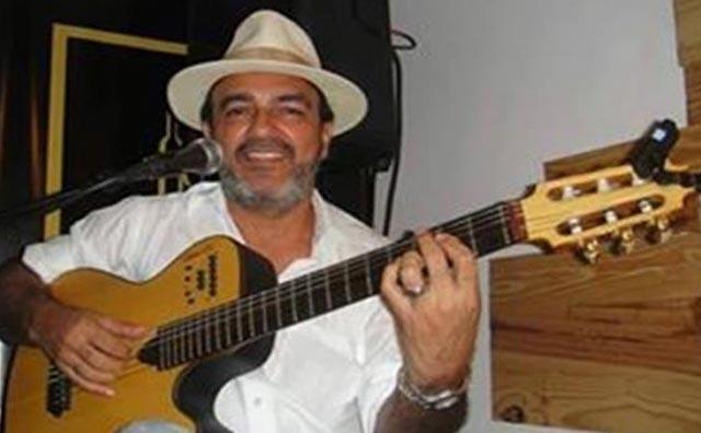 Kokó Rodrigues anima sábado do Sr. Garrafas