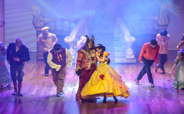 Magia e solidariedade na A Bela e a Fera – O Espetáculo Musical