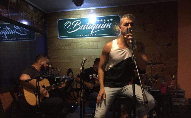 Renan Benigno estreia Quinta do Rock no Butiquim