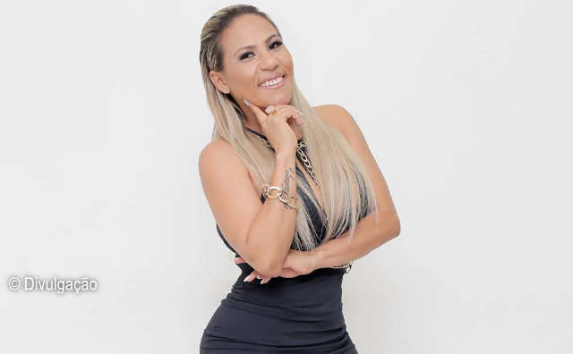 Cantora comemora 23 anos de carreira no Velho Inácio, neste domingo.