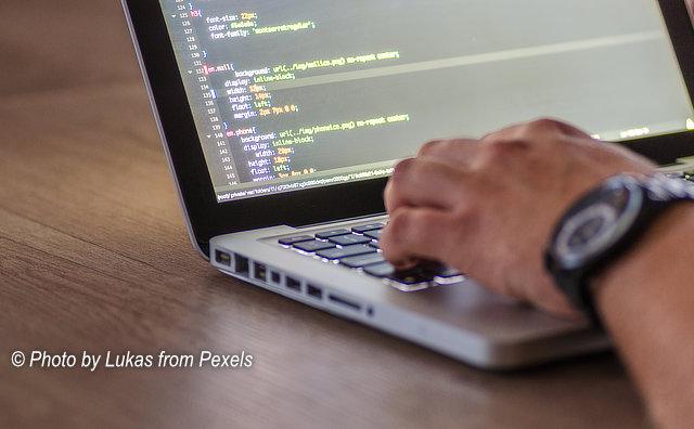 Projeto oferece curso gratuitos de informática e de programação web para a comunidade
