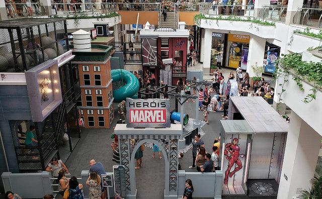 Crianças podem testar habilidades do Homem Aranha, no parque temático da Marvel