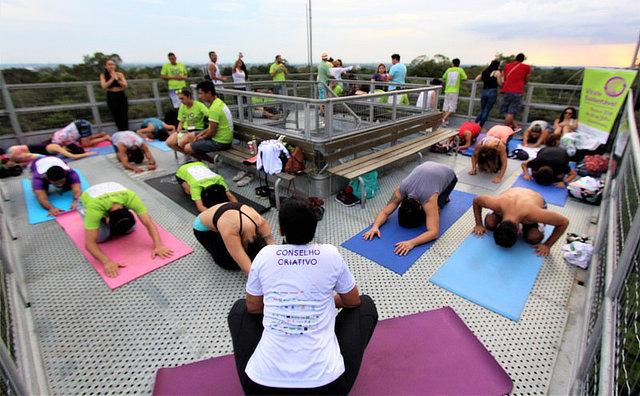 Festa matinal WAKE ocorre pela primeira vez em Manaus com yoga, dança, meditação