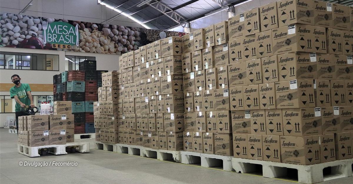 Mesa Brasil Sesc distribui 70 mil frascos de álcool em gel