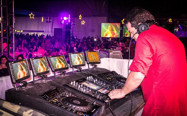 Festa de flashback homenageia as divas da disco em Manaus