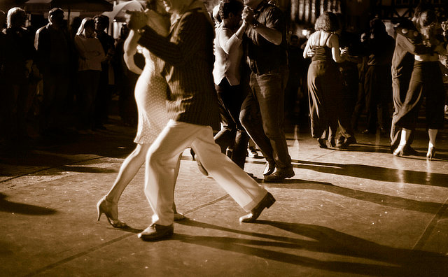 Vem Bailar convida público a reviver bailes dançantes em Manaus
