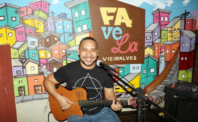 Favela Vieiralves recebe show intimista de Ângelo Márcio