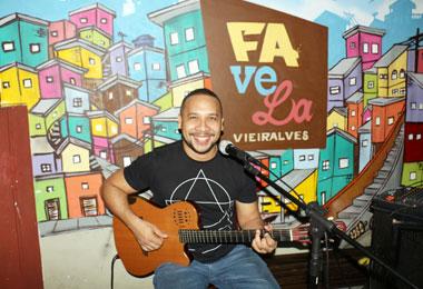 Favela Vieiralves recebe show intimista de �ngelo M�rcio
