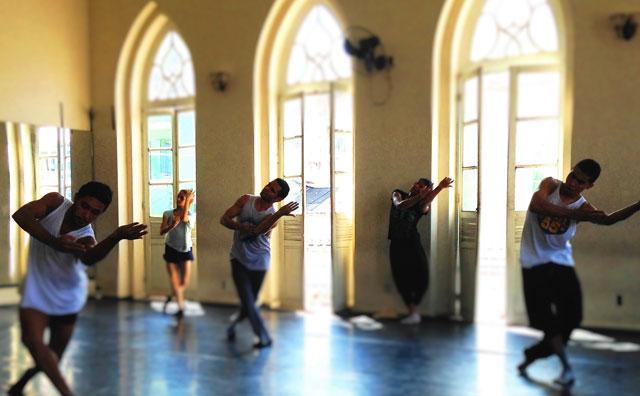 """Espetáculo de dança """"Por um momento"""" cruza dança e poesia"""
