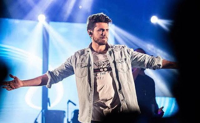 Gustavo Mioto apresenta hits no  Garota VIP Manaus