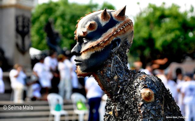 Esculturas de seres lendários da Amazônia são expostas na Feira da FAS