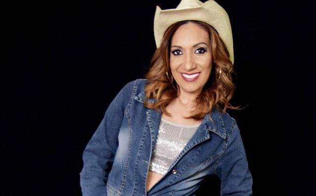 Cantora Jôci Carvalho leva show do novo CD ao Laguna`s Bar
