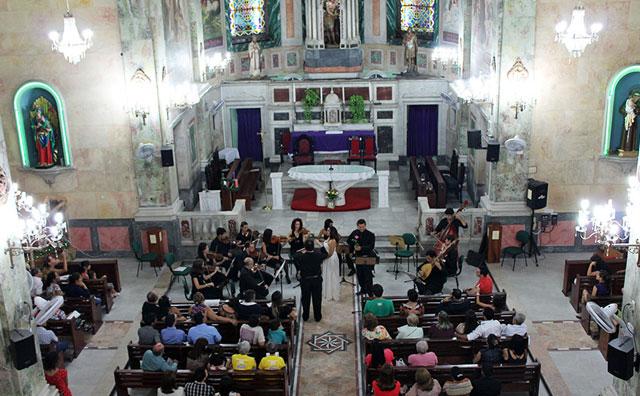 Orquestra Barroca do Amazonas celebra 15 anos da UEA em concerto