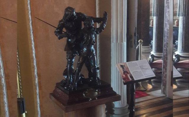 Teatro Amazonas recebe obras de arte restauradas, placas e busto