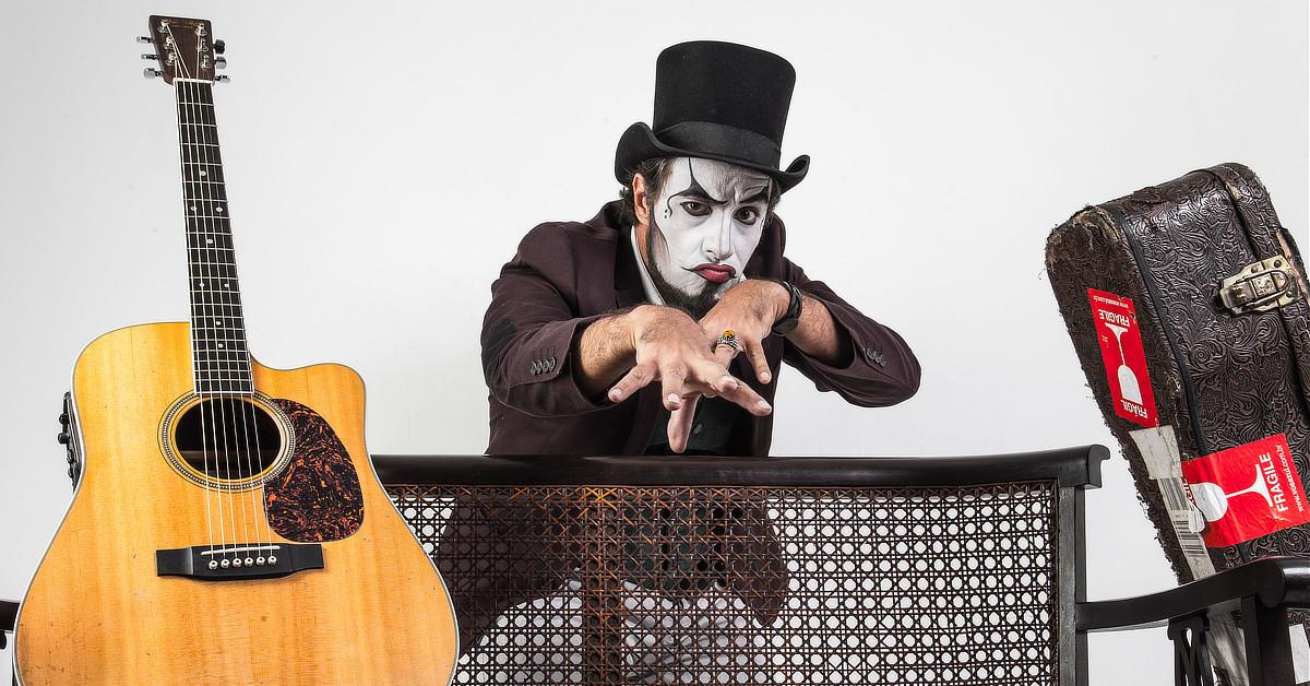 Fernando Anitelli, vocalista da banda O Teatro Mágico, faz show em Manaus nesta sexta