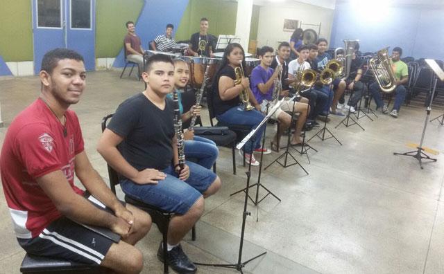 Recital de sopro e percussão revela habilidades musicais dos alunos