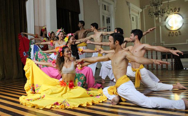 Teatro Amazonas recebe espetáculo com Balé Folclórico do Amazonas