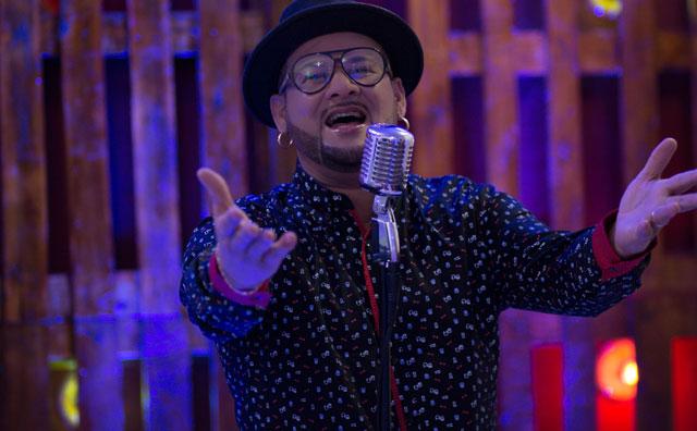James Rios interpreta de clássicos da MPB em o que canto na noite