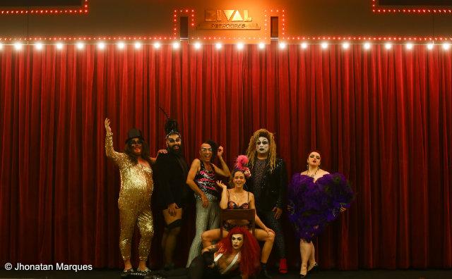 Leandra Leal encena espetáculo Rival Rebolado no Café Teatro