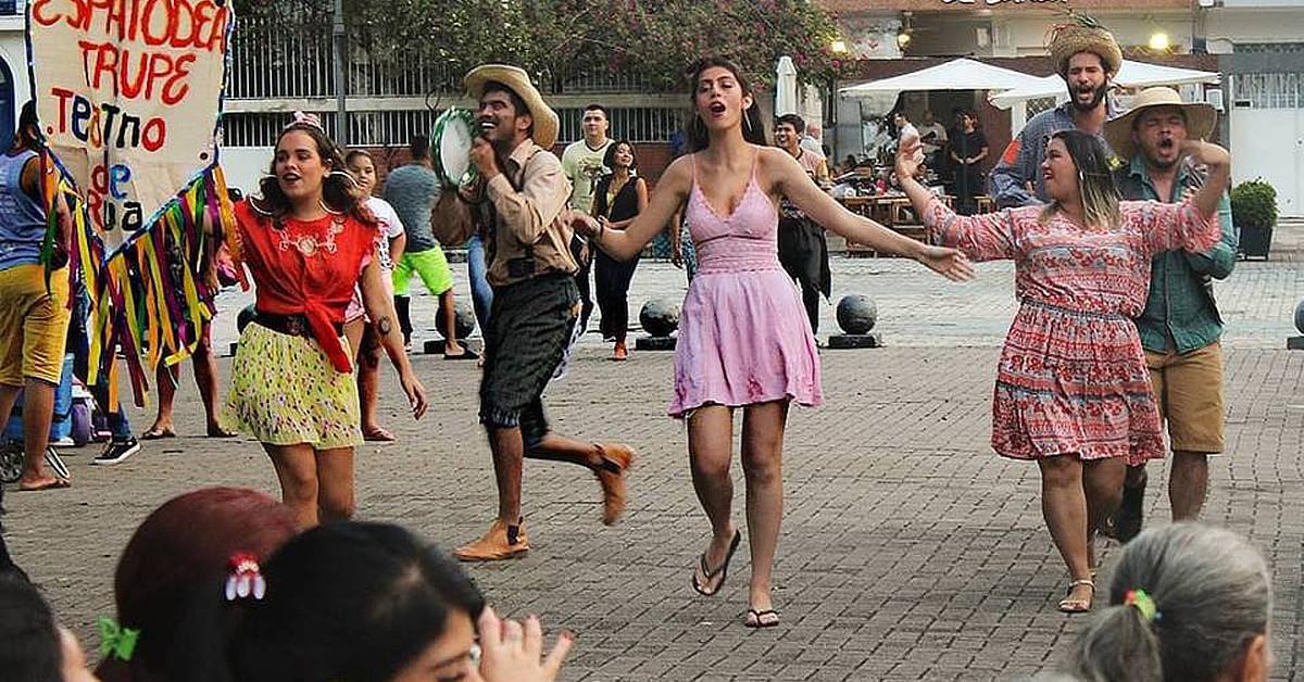 Trupe leva teatro de rua para Rio Preto da Eva