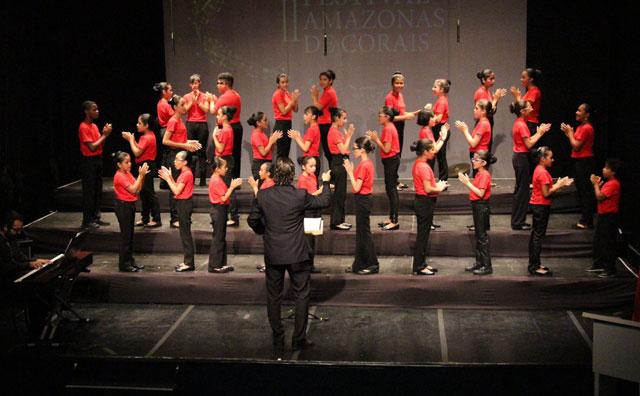 Coral Infantil apresenta espetáculo com canções natalinas